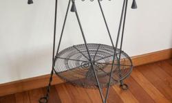 Round table in black wrought iron. Beautiful and in