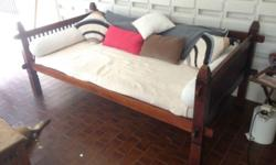 Lovely Teak Daybed about 5 years old. H: 94cm, L: 224cm