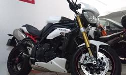 Almost new Triumph Speed Triple R (Model year 2011)