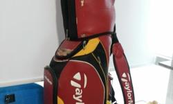 Used TaylorMade Golf Bag Condition : 6/10 (scratch on