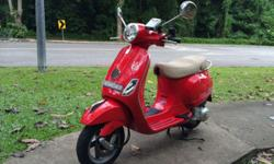 Selling my Vespa LX 150, color red, registered 09/2010,