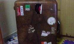 Color brown vintage luggage, all parts are in good