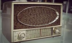 1950s Vintage Zenith FM/AM Tube Radio Model C725L (In