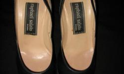 Elegant black leather and Italian pre-loved court high