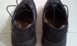 Selling one pair of shoes. Brand : Clark, Colour :
