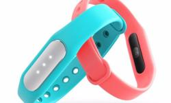 Fitness and sleep tracker/analyzer Monitors heart rate